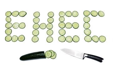 EHEC Gurke in Scheiben mit Messer