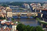 Florenz mit dem Fluß Arno und der Brücke Ponte Vecchio poster