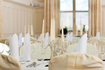 Hochzeit - Festlich geschmückter Tisch