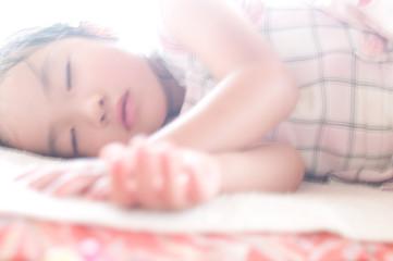 昼寝の子供