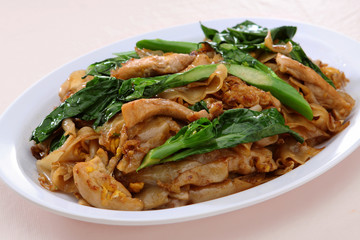 Rice Noodle Stir Fried (Pad See Eiw)