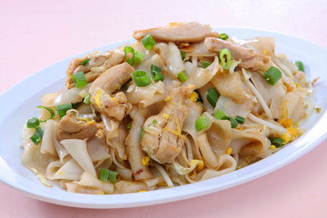 Rice Noodle Stir Fried with Chicken (Kua Kai)