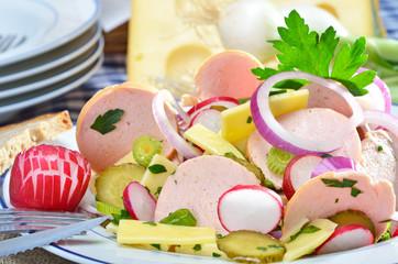 Leckerer gemischter Wurstsalat