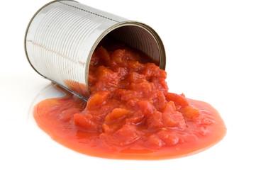 Konservendose mit gehackten Tomaten