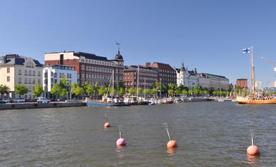Häuserfront am Hafen von Helsinki