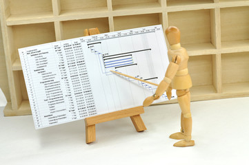 Figur mit Projektplan