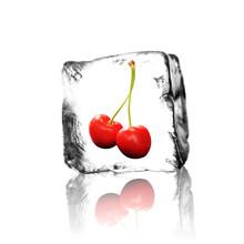 Wiśnie w kostkach lodu