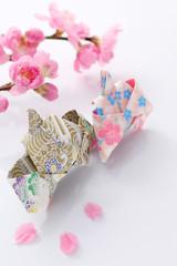 花桃と折り紙の雛人形