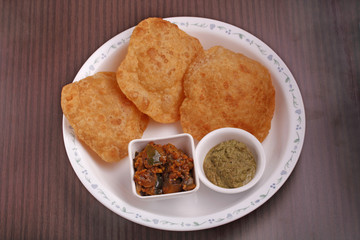 Poori with chutney and subzi
