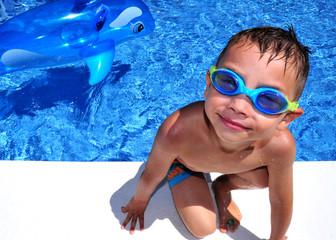 Kind mit Delphin