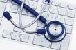 Stethoskop auf Computer Tastatur