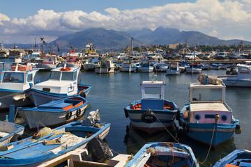 Sicilia, barche di pescatori al porto