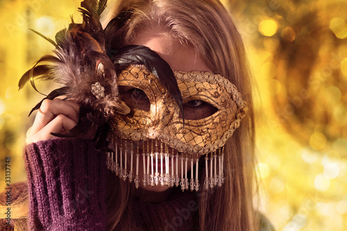 gold mask .