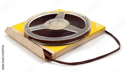Magnetic tape for audio records with packing isolated