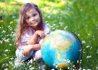 Kind mit dem Globus