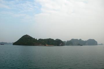 Kalkfelsen der Halong-Bucht 11