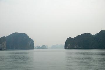 Kalkfelsen der Halong-Bucht 12