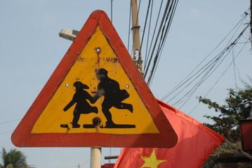 vietnamesisches Verkehrsschild Kinder