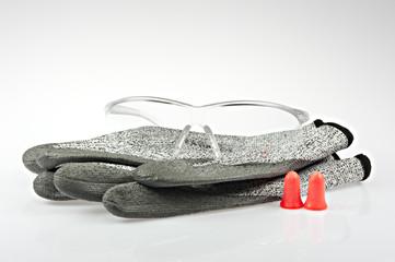 Arbeitshandschuhe, Gehörschutz und Sicherheitsbrille II