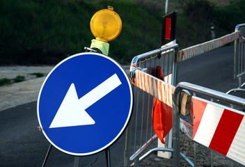 segnale stradale-deviazione