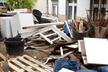 Schrott und Schutt auf Baustelle