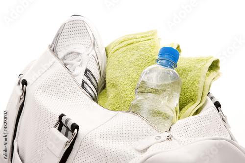Sporttasche mit Turnschuh und Wasserflasche