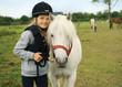 Leinwanddruck Bild - Mädchen mit pony