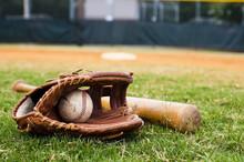 """Постер, картина, фотообои """"Old Baseball, Glove, and Bat on Field"""""""