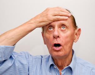 Mann beim Nachdenken - Senior Thinking