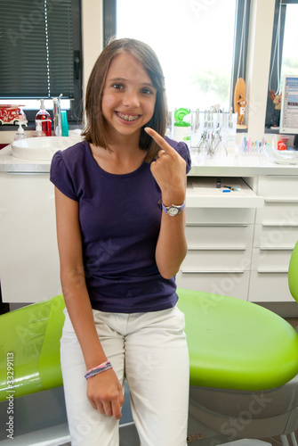 adolescente chez l'orthodontiste
