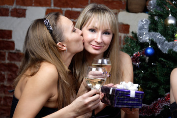 girl kissing and make a present