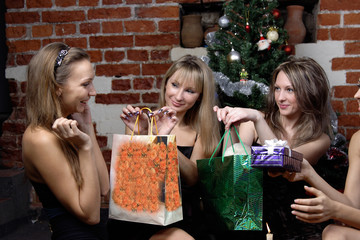 girls make a present