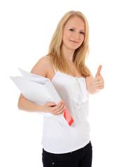 Attraktive Studentin zeigt Daumen hoch