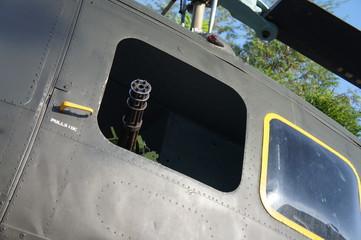 ヘリコプター、機銃