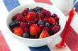 Beeren Früchte in einer Schüssel