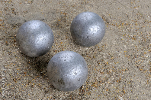 Playing jeu de boules