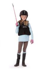 fillette de 9 ans en costume d'équitation