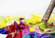 pastose acrylfarben in nahaufnahme mit pinsel