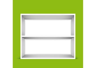 Scaffale bianco a due ripiani su fondo verde