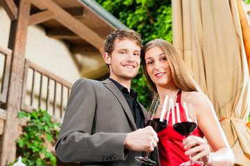Weinverkostung in Restaurant