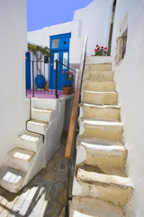 grèce,cyclades,naxos : village de chora, ruelle