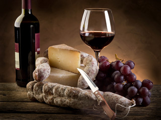 cheese salami grapes and red wine
