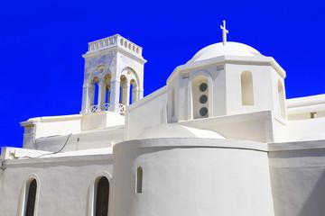 grèce; cyclades; naxos : village de chora; église