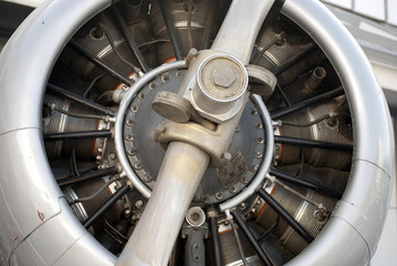 Detalle de la helice de un avión de guerra antiguo