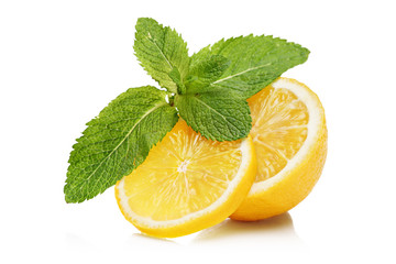 Slices of lemon and mint