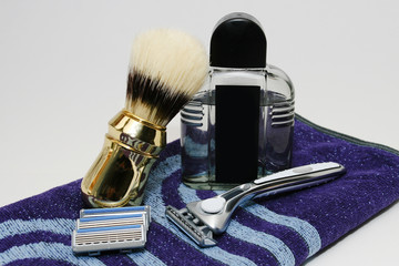 Rasierer with brush and aftershave