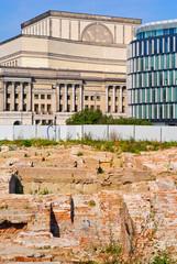 Oper und Ausgrabungen in Warschau