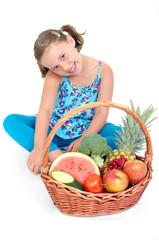 Mädchen mit Früchtekorb