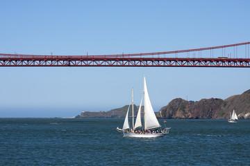 segelschiff golden gate bridge