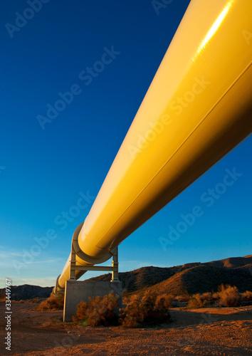 Leinwanddruck Bild Pipeline in the Mojave Desert